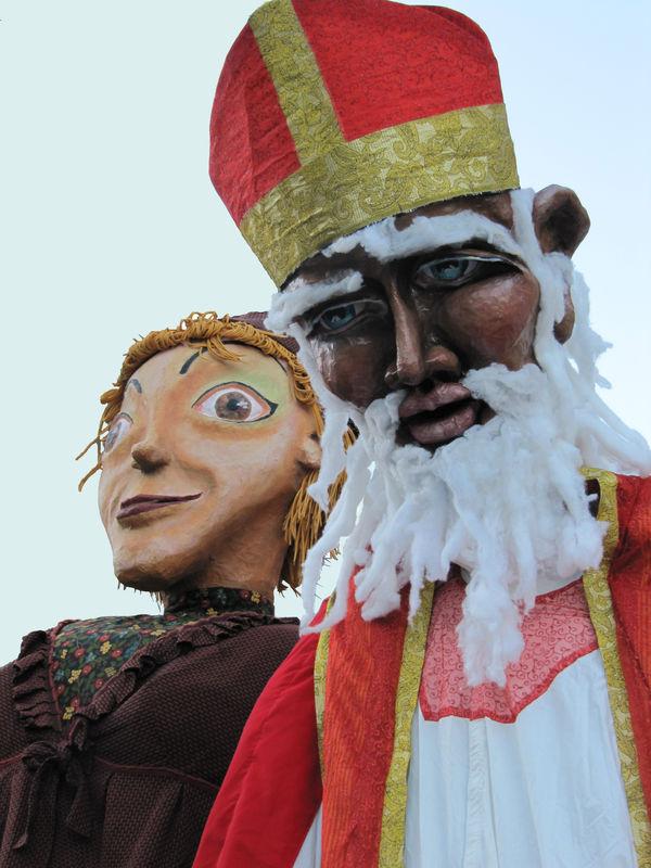 SAUVE Saint-Nicolas et sa compagne Marionnettes géantes 2009