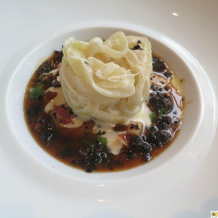Oignon rose de Roscoff, cuisiné carbonara, royale de lard fumé et champignons sauvages (4)