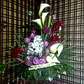 Composition hauteur cymbidium, arum, alpinia