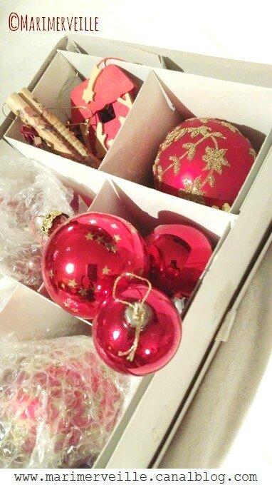 boîte boules de Noël rouges et décos rouges - Marimerveille