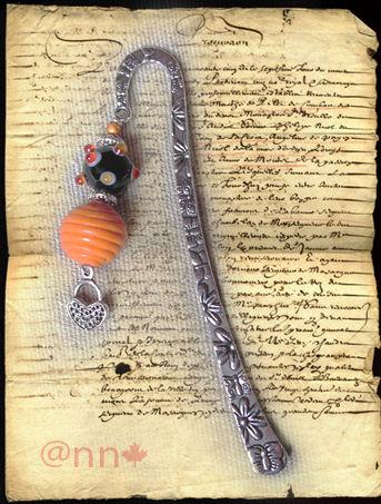 Marque-page lampwoork noire orange et coeur argent (N)