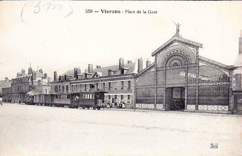 vierzon-23p126-la-place-de-la-gare-