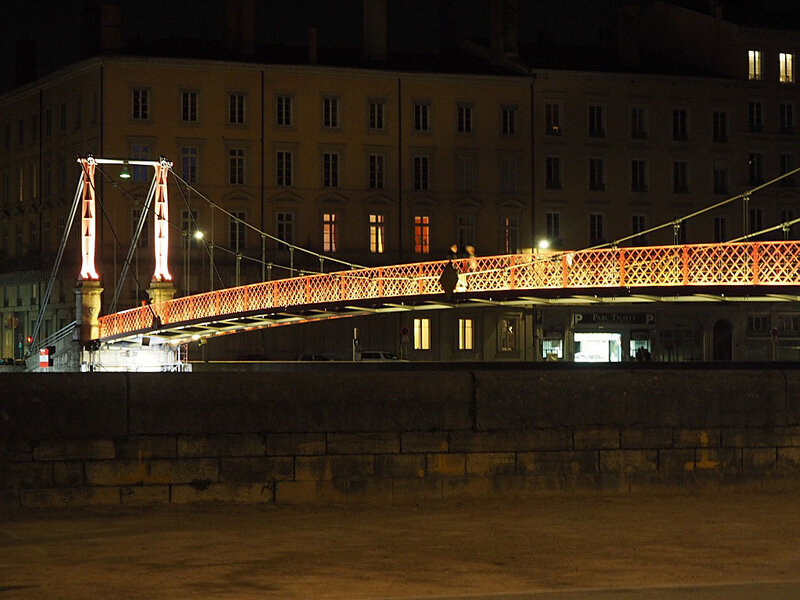 lyon-by-night-passerelle-sant-georges-ma-rue-bric-a-brac