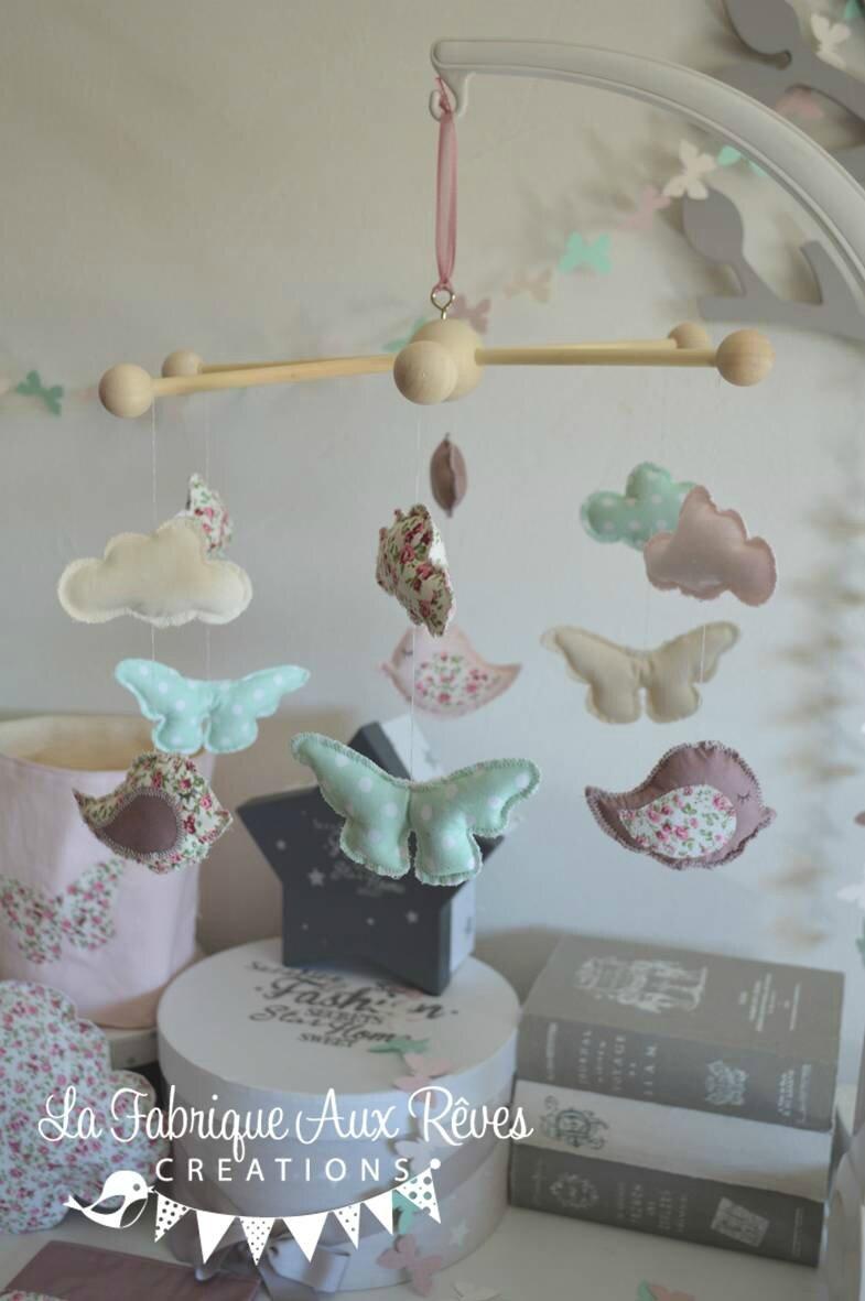 mobile éveil bébé oiseau nuage papillons rose poudré vieux rose vert eau beige liberty 2
