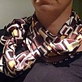 foulard impression seventies a dominante marron