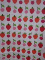 Ciré AGLAE en coton enduit blanc imprimé fraises et cerises fermé par 2 pression dissimulés sous 2 boutons recouverts (2)