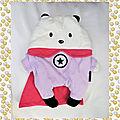 Doudou Peluche Ours Blanc Mauve Cape Rose Super Héros Range Pyjama Sergent Major