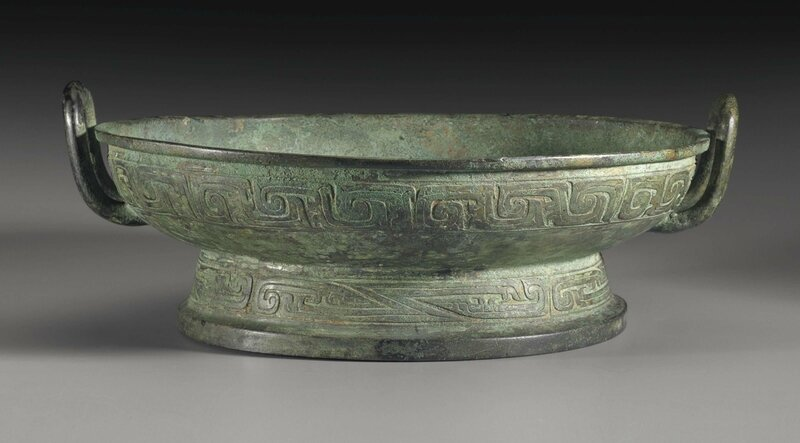 A bronze ritual water vessel,pan, Middle Western Zhou dynasty, 10th-9th century BC