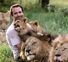 Kevin_Richardson_with_lions