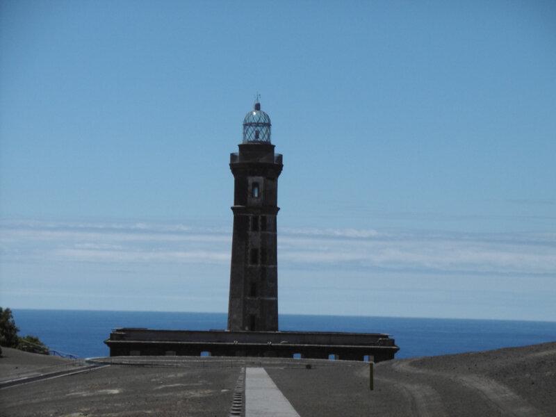 8 - phare ponta dos CapelinhosFAIAL