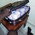 La valise magique qui donne 25.000.000f par jour*