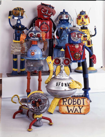 Baltimore_Visionary_Art_Museum_smith_robot_family_whole