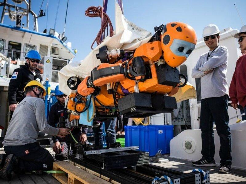 images_list-r4x3w1000-57df0d26482fc-ocean-one-le-robot-humanoide-archeologue-et-sous-marin-a-ex_1