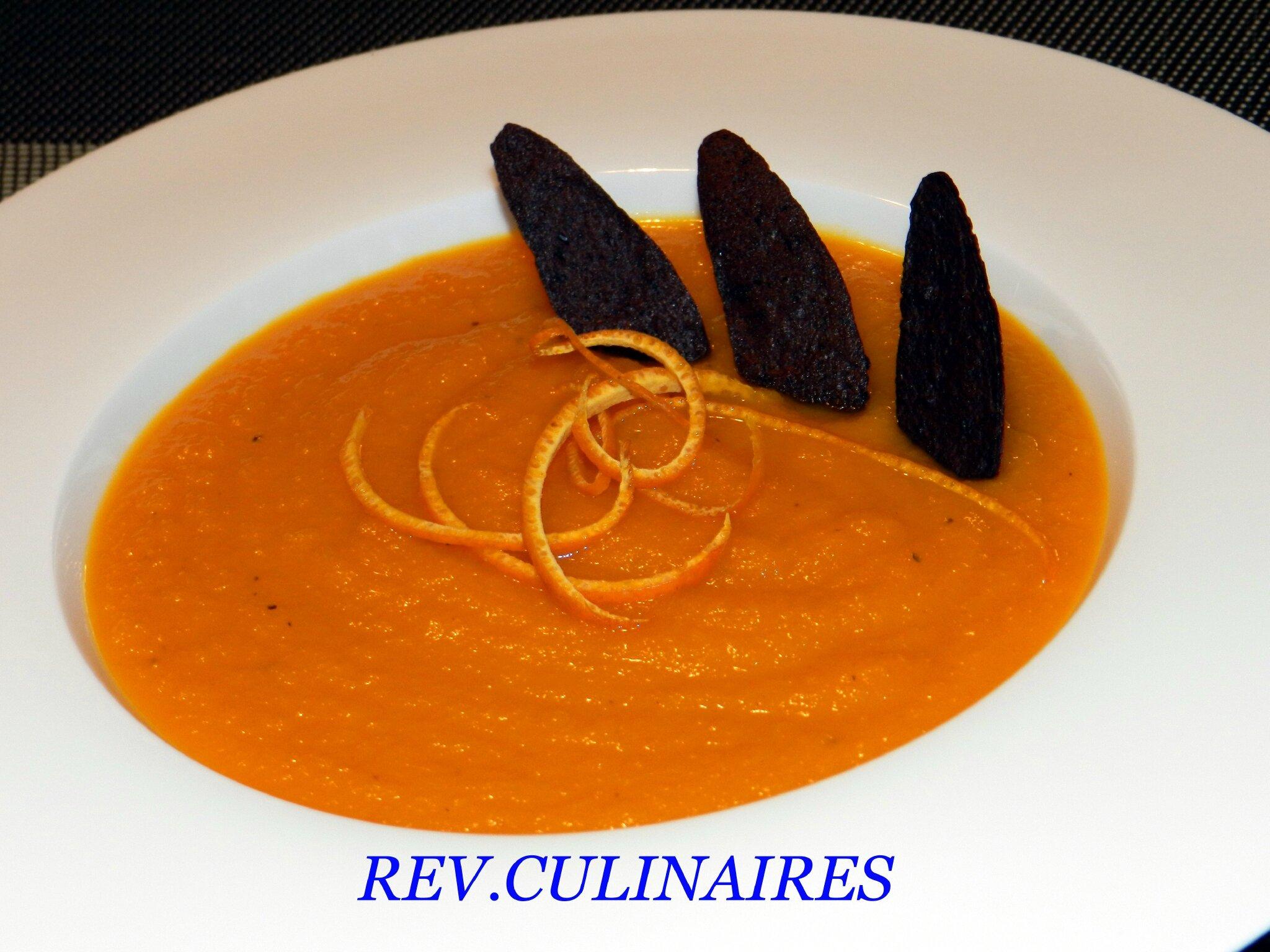 Velouté de carottes, pétales de tapenade noire