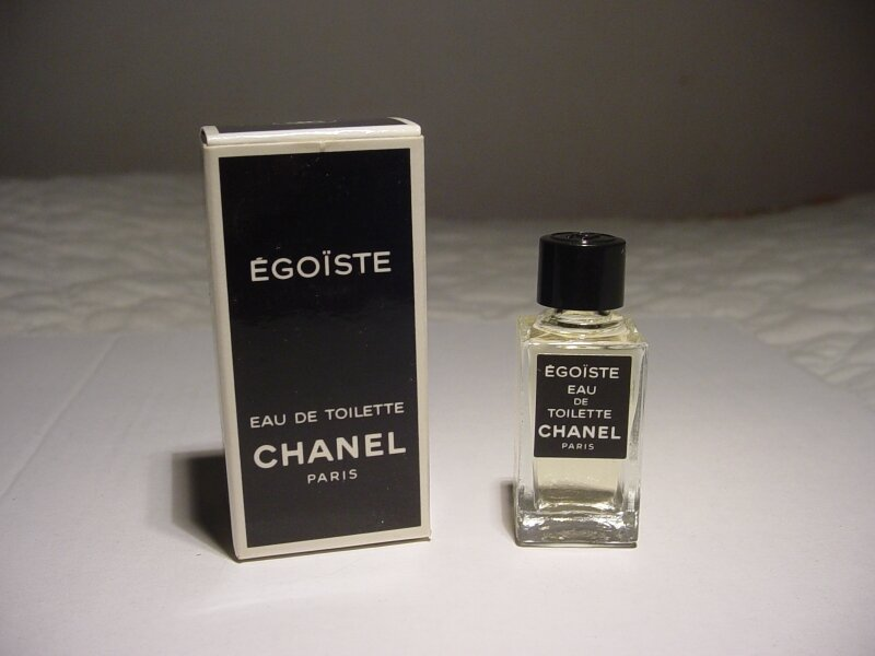 CHANEL-EGOISTE-CARRE
