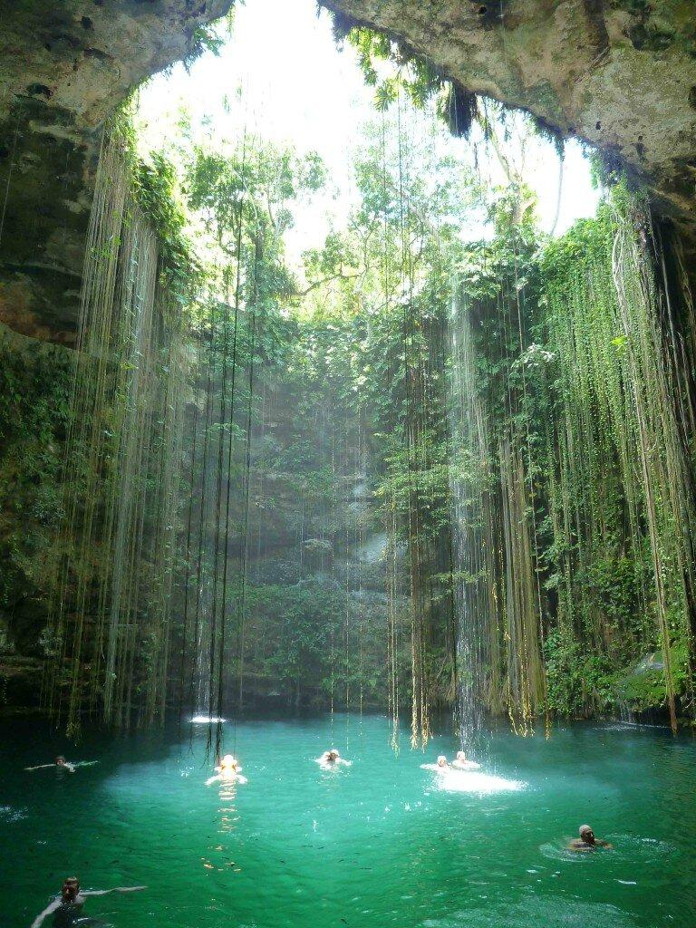 Mexique : Cénote et cimetière Maya