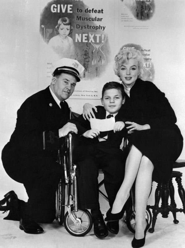 1955-11-17-ny-Thanksgiving_Muscular_Dystrophy-022-1-by_mhg-1