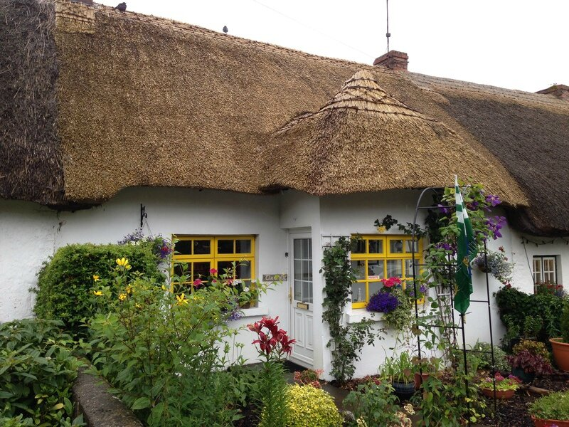 87748_Thatched_cottage_in_Adare_