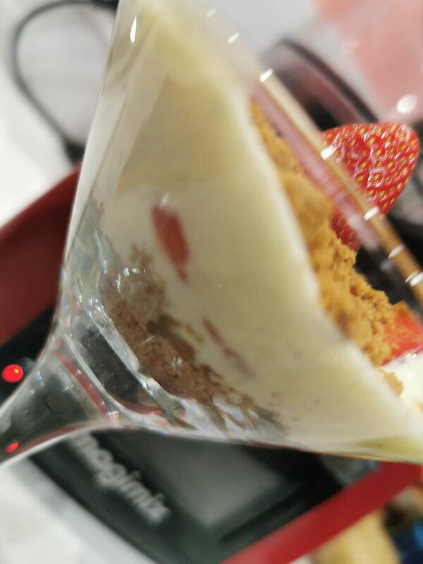 le Tiramisu aux fraises ,spéculos , caramel beurre salé , façon Amandine :)