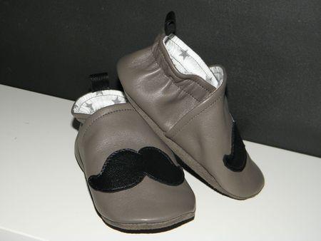 chaussons moustache 013