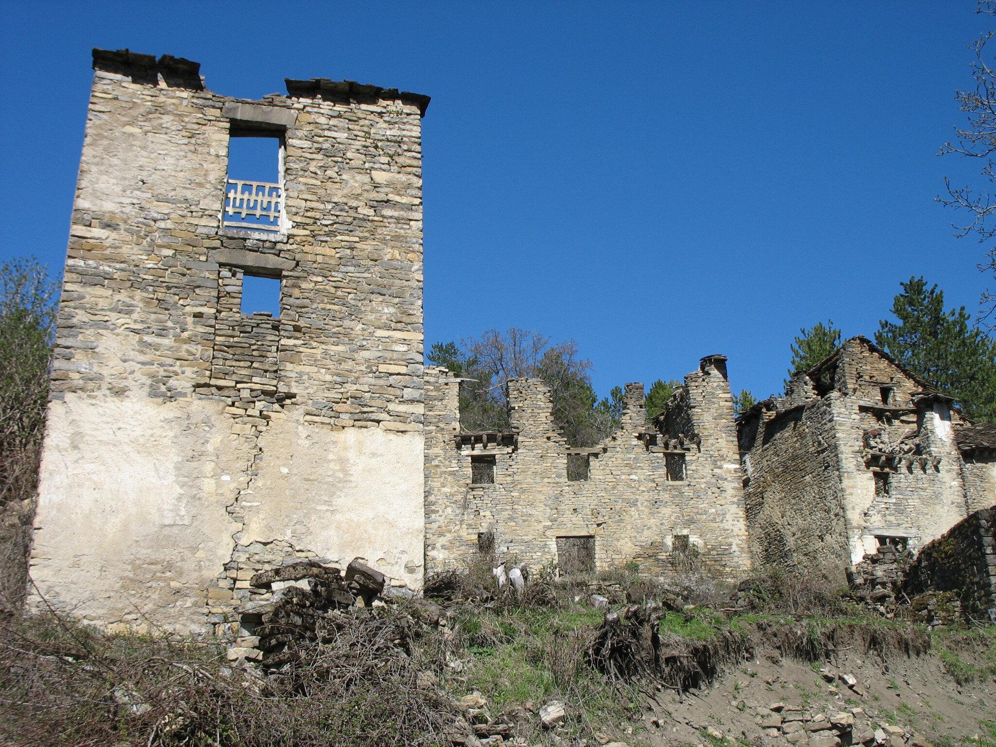 Larrosa, village, immeubles (Espagne)