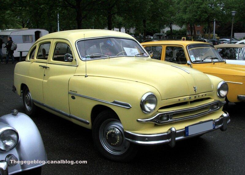 Ford vedette de 1953 (Retrorencard mai 2017) 01