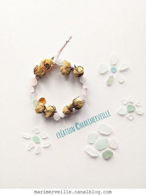 Petite couronne de roses et perles de plage