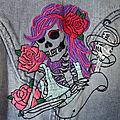 Veste rockeuse brodée main, crâne, skull, perfecto en jean.