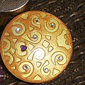 Bte carton couvercle ajourée peint et décoré de perles corps en décopatch