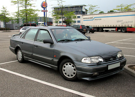 Ford_scorpio_ghia_berline__1985_1998__Rencard_du_Burger_King_mai_2010__01