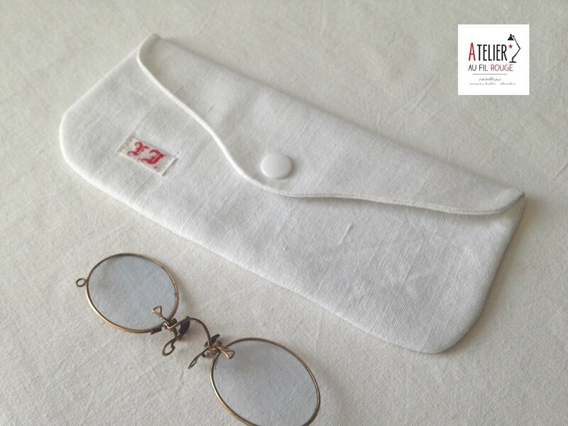 Trousse blanche monogramme