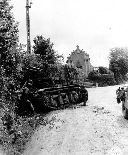 497px-Photo-le-molay-littry-2-1944
