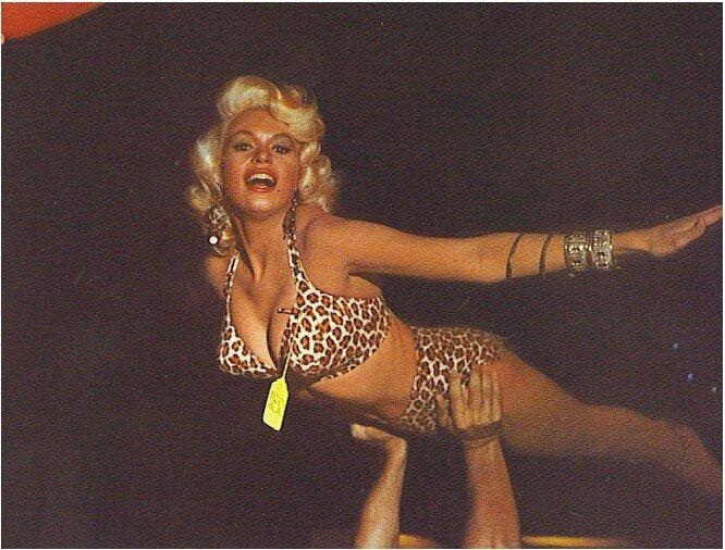 jayne_bikini_leopard-1956-10-30-LA_paramount_sunset_studio-with_mickey-2a