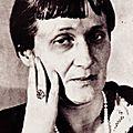 Anna akhmatova / анна ахматова (1889 -1966) : « les uns échangent des caresses ... »