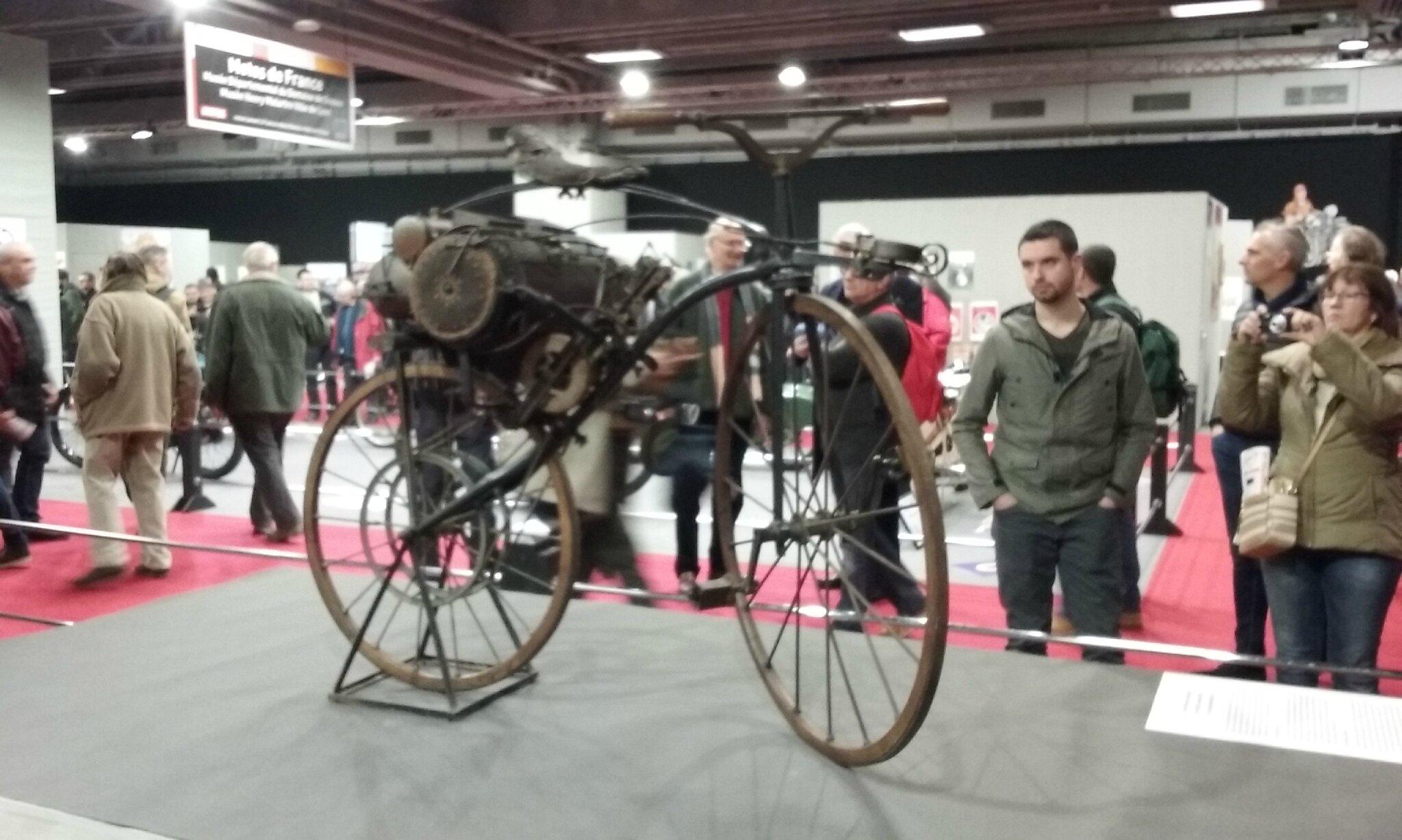 1ere moto à vapeur