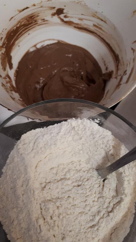 Cupcakes au chocolat, coulis de caramel au poivre du Sichuan 047