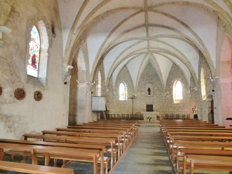 L Le monastère de saint sulpice est en ruine, mais arrêtez vous à l'église de Thézillieu