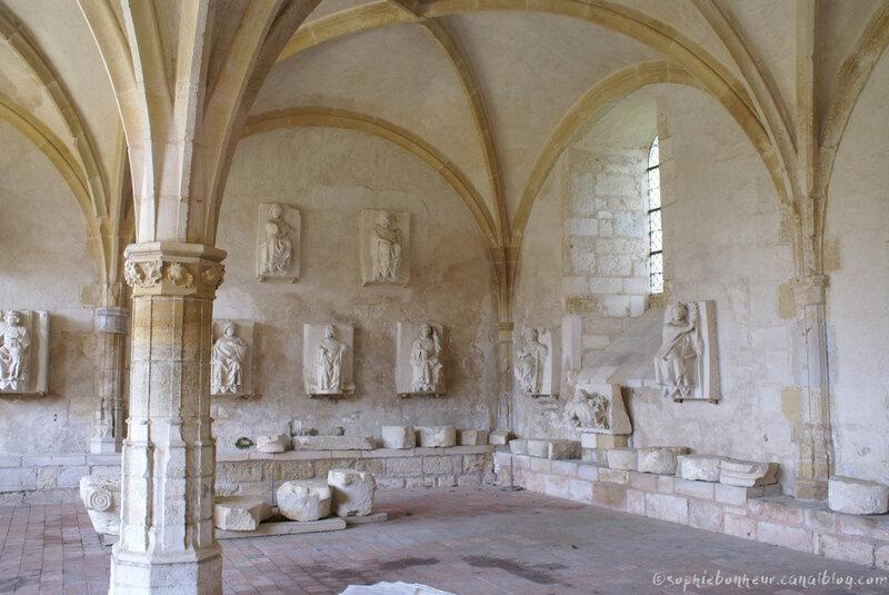 Charroux statues