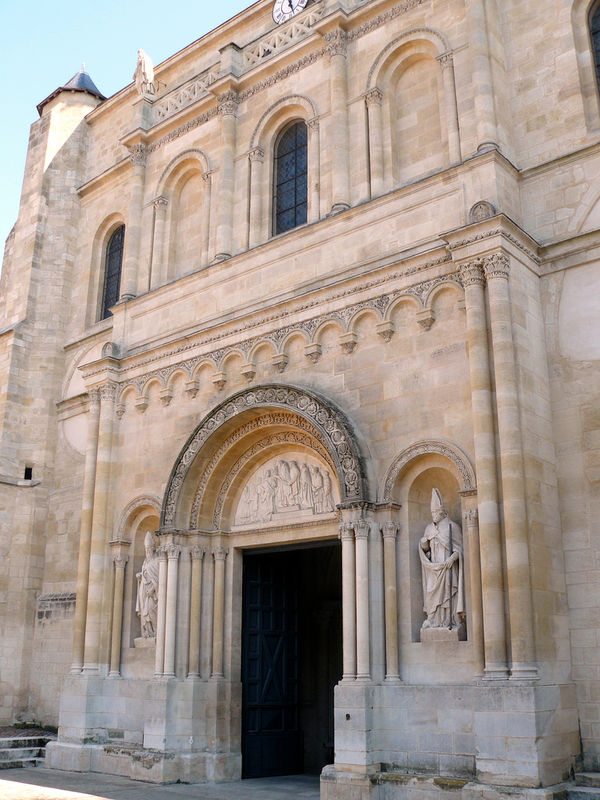 Basilique St Seurin, la façade