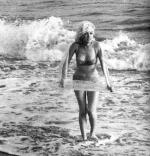 1962-07-13-santa_monica-swimsuit_scarf-by_barris-012-1