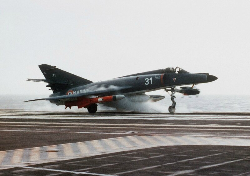 1280px-Super_Étendard_with_Exocet_lanching_from_Foch_(R99)_1983