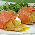 Œufs mollets roulés au saumon fumé, roquette et pecorino