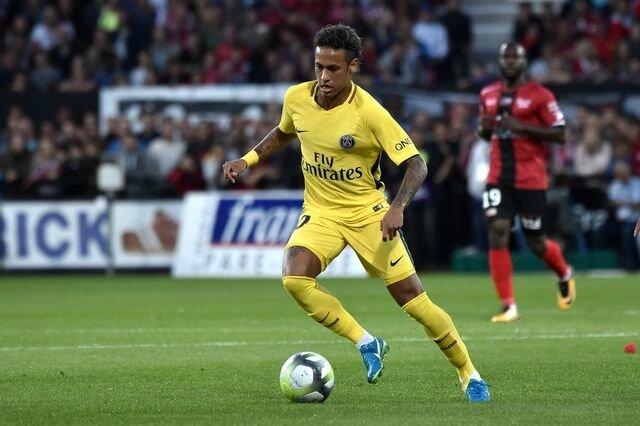 neymar-s-est-illustre-par-une-passe-decisive-pour-edinson-cavani_5929300