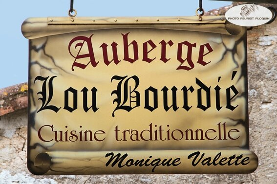 BACH_Auberge_Lou_Bourdie_enseigne_du_restaurant