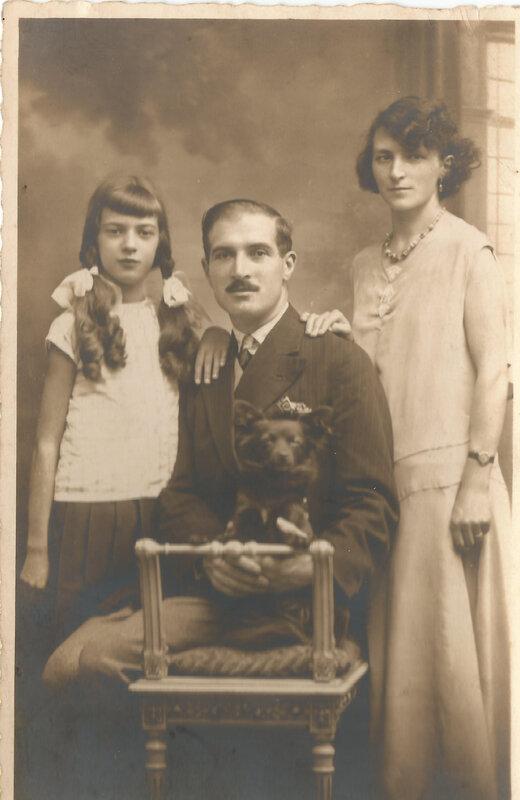 Solange Devillers et ses parents pour ses 10 ans juillet 1931