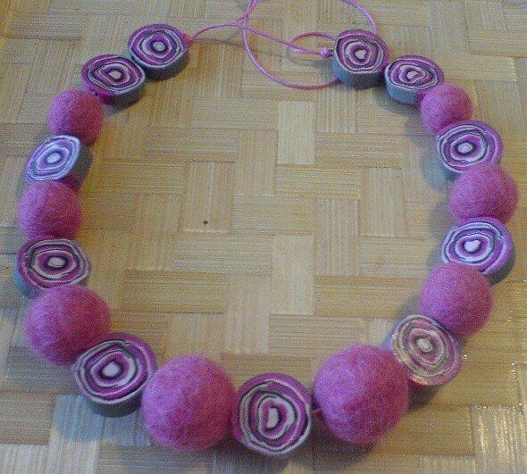 collier laine et fimo rose