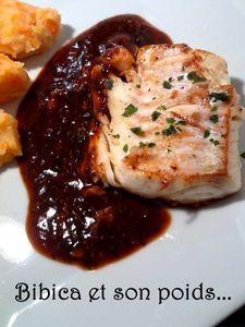 Filets_de_loup_de_mer_sauce_asiatique_et_pur_e_carotte_gros_plan