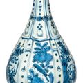 A blue and white 'Kraak Porselein' bottle vase, Wanli Period (1573-1619)