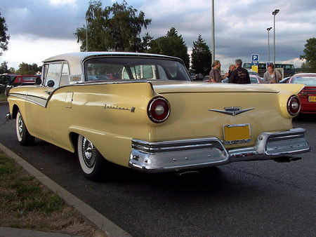 57_FORD_Fairlane_500_Skyliner_Convertible__2