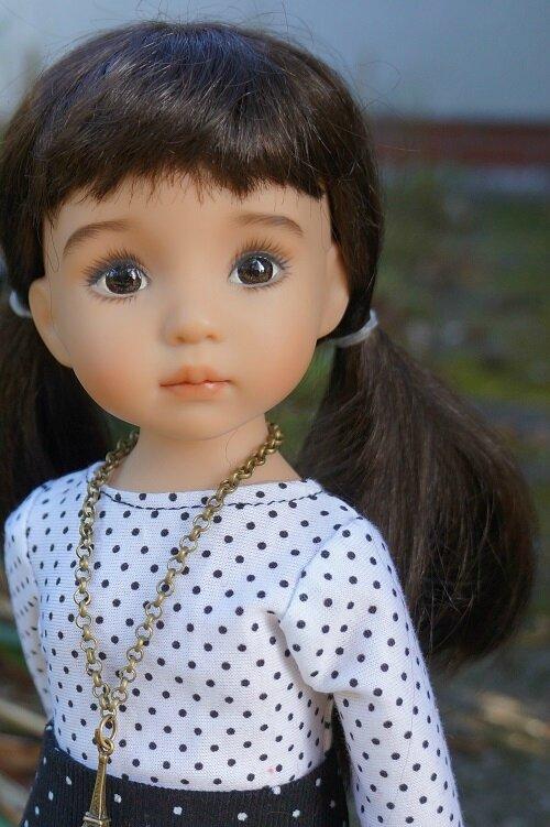 Un jour une poupée - Helene de Lana Dobbs -